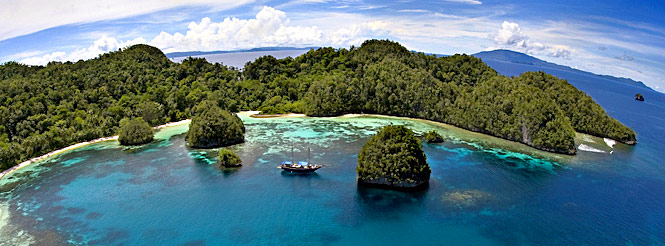 Raja Ampat Indonesia  city pictures gallery : raja ampat ethan daniels 186 indonesia raja ampat pano